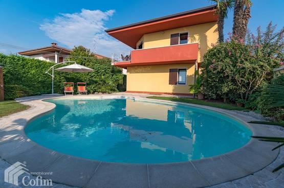 5 Zimmer Wohnung mit Blick auf Gardasee, Pool, Garten,  Lazise