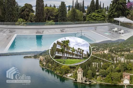 3 Zimmer Wohnung mit Terrasse und Pool 100 m vom Gardsee entfernt  Gardone Riviera